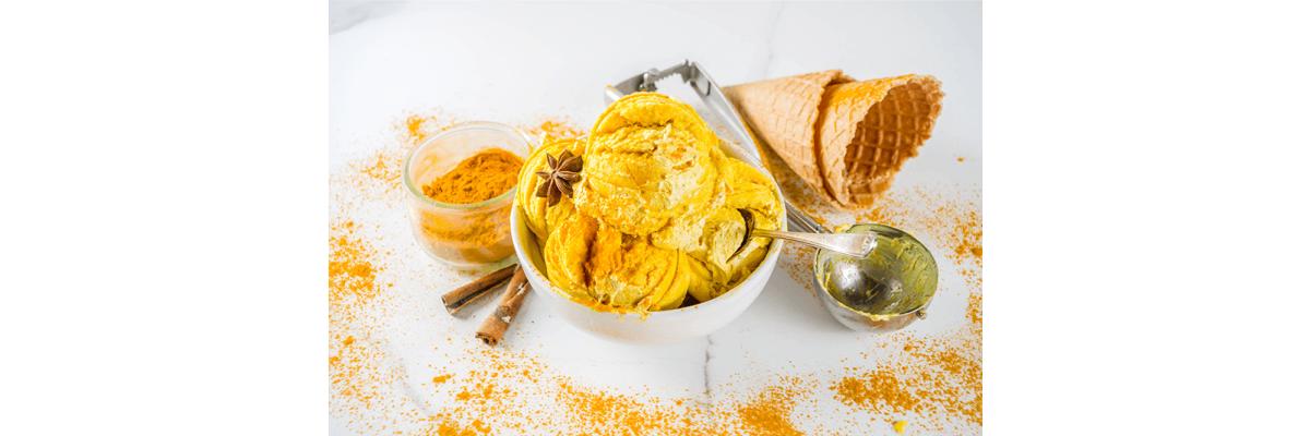 Golden Milk Eis wurde zur Eissorte des Jahres 2020 - Golden Milk Eis mit den STAY SPICED!