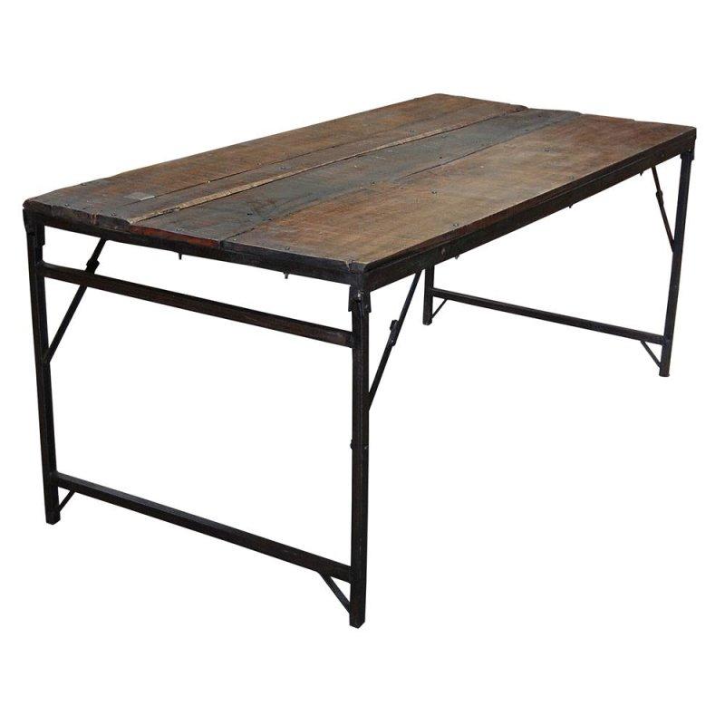 Alter Holztisch mit schwarzem Gestell