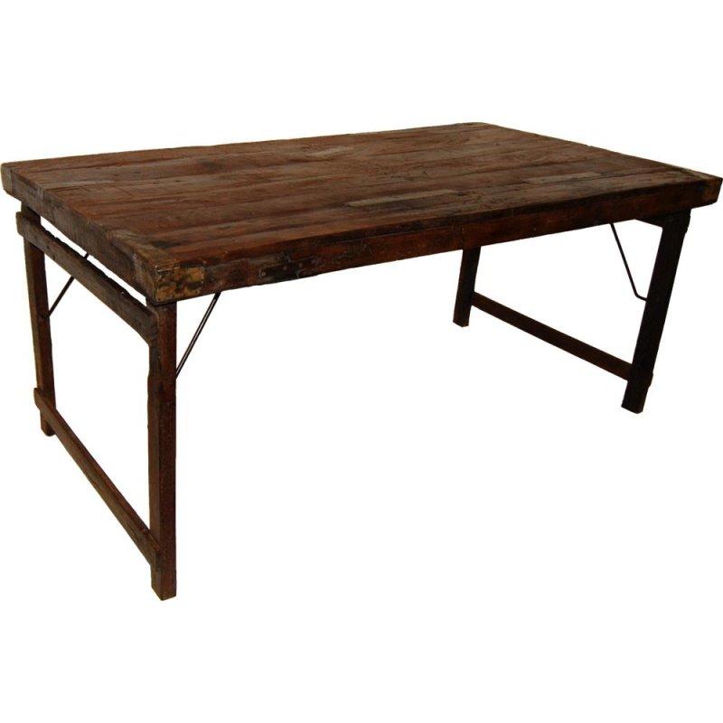 Alter Holztisch im Industrie Look