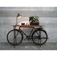 Rustikale Fahrradkonsole mit Holztischplatte